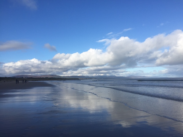 picture os dornoch's sandy beaches with the tide out